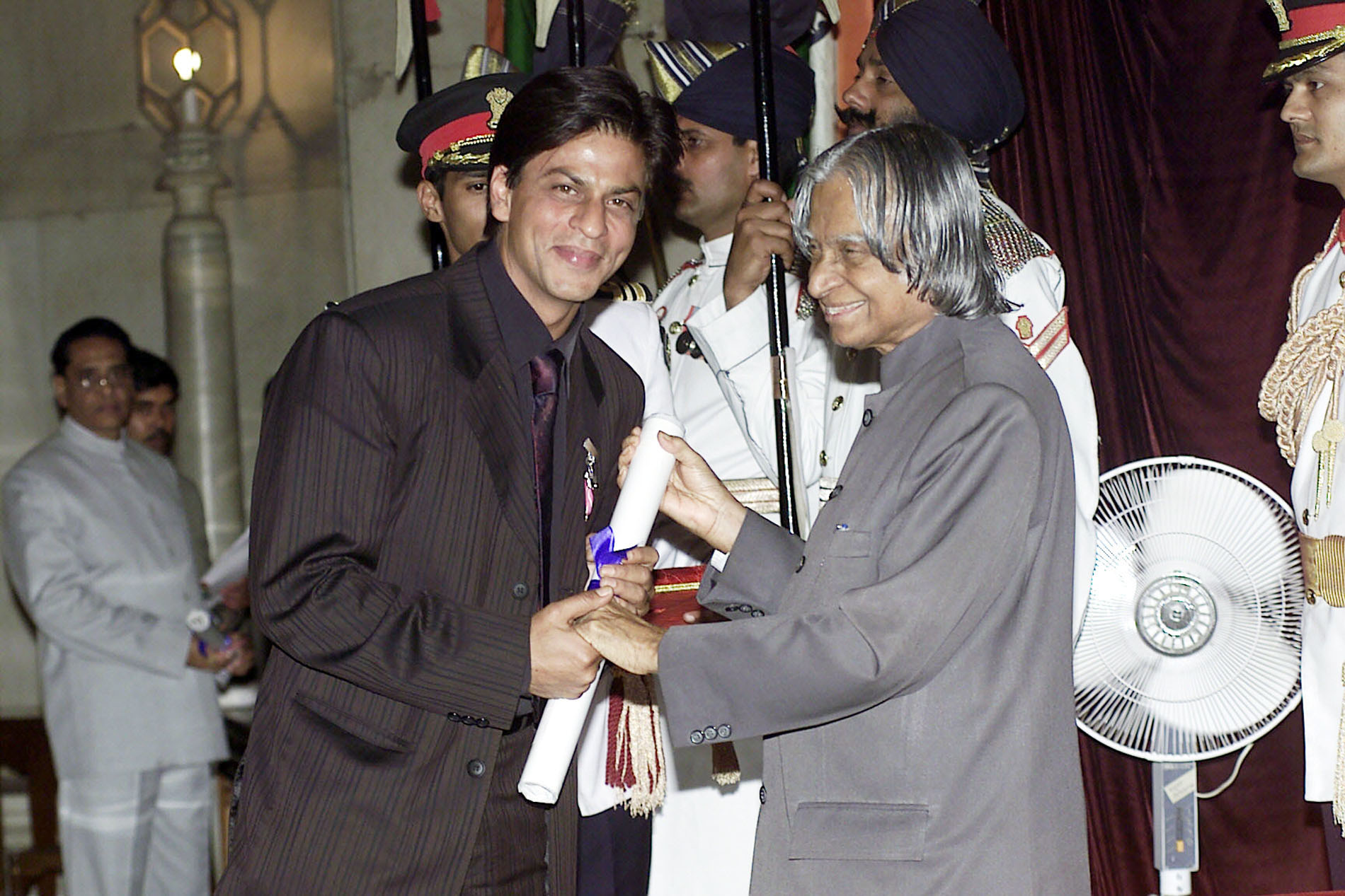The renowned actor Shri Shah Rukh Khan receives the Padma Shri award from the President Dr. A.P.J. Abdul Kalam in New Delhi on March 28, 2005.